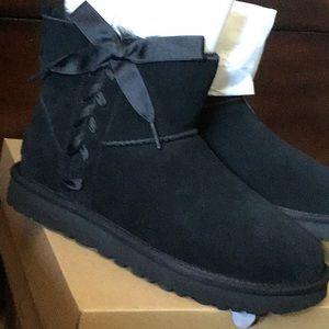 Ugg boots w classic lace mini